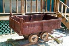 Старая деревянная тележка рельса Стоковая Фотография