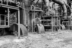 Старая доменная печь фабрики стоковые изображения