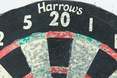 Старая доска дротика использовала красные бороны зеленого цвета 20 стоковые фотографии rf