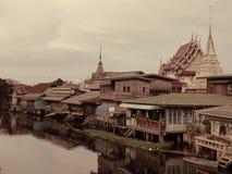 Старая деревня каналом Стоковое фото RF