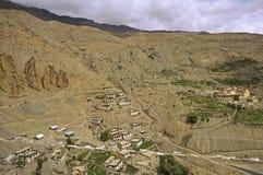 Старая деревня Dhankar в пустыне горы большой возвышенности в Гималаях Стоковое фото RF