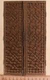 Старая деревянная дверь в фортах Стоковые Фото