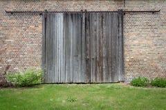 Старая деревянная дверь - деревянная предпосылка текстуры Стоковое Фото