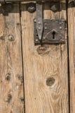 Старая деревянная дверь с болтом Стоковое фото RF