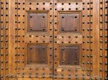 Старая деревянная дверь с стержнями Стоковые Фотографии RF