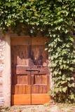 Старая деревянная дверь, Тоскана Стоковые Изображения RF