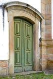 Старая деревянная дверь церков Стоковые Изображения RF