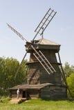 Старая деревянная ветрянка в Suzdal, России Стоковые Фото
