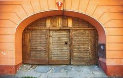 Старая деревянная двойная дверь Стоковые Фото