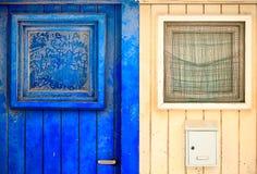 Старая деревянная входная дверь Стоковые Изображения RF
