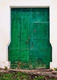 Старая деревянная входная дверь Стоковое фото RF
