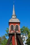 Старая деревянная колокольня на голубом небе Стоковая Фотография RF