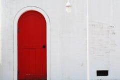 Старая деревянная красная дверь Стоковое фото RF