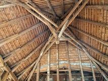 Старая деревянная крыша от внутренности Стоковые Фотографии RF