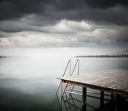 Старая деревянная мола на озере Стоковые Изображения RF