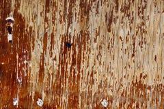 Старая деревянная доска с винтами вокруг краев абстрактная предпосылка Стоковая Фотография RF