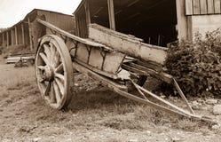 Старая деревянная постаретая тележка Стоковая Фотография RF