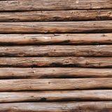 Старая деревянная предпосылка журналов Выдержанная деревянная стена в коричневом цвете стоковая фотография