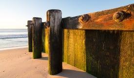 Старая деревянная пристань на пляже Стоковая Фотография RF