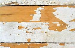 Старая деревянная планка с треснутой краской стоковое изображение rf