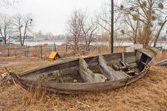 Старая деревянная развалина шлюпки Стоковая Фотография RF