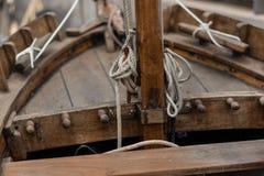 Старая деревянная рыбацкая лодка стоковая фотография