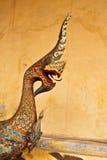 Старая деревянная скульптура Naga в виске Lao Стоковое Фото