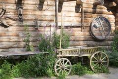 Старая деревянная фура в деревянном доме Стоковая Фотография RF