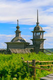 Старая деревянная церковь в деревне Стоковые Фото