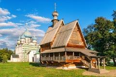 Старая деревянная церковь в Suzdal Кремле стоковая фотография