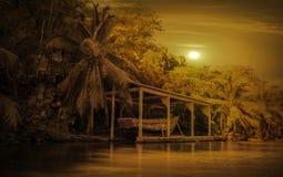 Старая деревянная шлюпка пирата в карибском заливе Стоковое Изображение