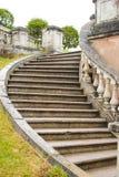 Старая лестница в верхнем парке Peterhof стоковые изображения