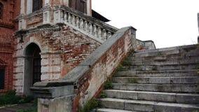 Старая лестница в дворце стоковое изображение rf