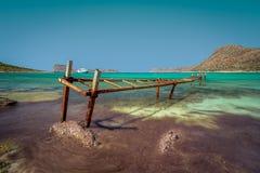 Старая железная мола на пляже Balos, Крите, Греции стоковое фото