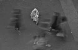 Старая женщина попрошайки Стоковые Изображения RF