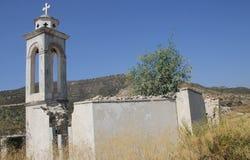 Старая загубленная христианская церковь камня в горах Кипра стоковые изображения rf