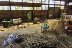 Старая загубленная и покинутая фабрика Стоковые Фото