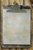 Старая запятнанная доска сзажимом для бумаги Стоковая Фотография RF