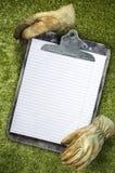 Старая запятнанная доска сзажимом для бумаги Стоковые Изображения RF