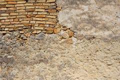 Старая заштукатуренная стена в Sinarades на Корфу стоковые изображения rf
