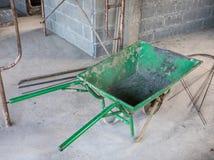 Старая зеленая вагонетка Стоковые Фотографии RF