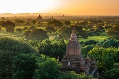 Старая земля взгляда Bagan от вершины пагоды Shwesandaw Стоковая Фотография RF