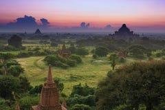 Старая земля взгляда Bagan от вершины пагоды Shwesandaw Стоковое Изображение