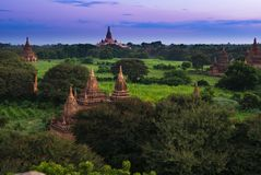Старая земля взгляда Bagan от вершины пагоды Shwesandaw Стоковые Изображения RF