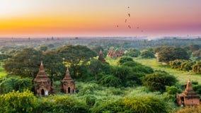 Старая земля взгляда Bagan от вершины пагоды Shwesandaw Стоковые Фотографии RF