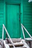 Старая зеленая деревянная дверь Стоковое Изображение RF