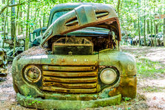 Старая зеленая приемистость Форда с клобуком вверх Стоковые Изображения RF