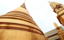 Старая золотая пагода в виске Таиланда Стоковое Изображение RF