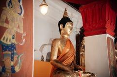 Старая золотая скульптура Будды на Wat Phra Mahathat Nakhon Si Thamm Стоковое Фото