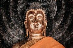 Старая золотая скульптура Будды на Wat Phra Mahathat Nakhon Si Thamm Стоковая Фотография RF